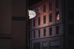 Globus-Gebäude in SG während der Nacht